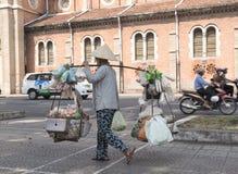 Uliczny owocowy sprzedawca w Wietnam Zdjęcie Royalty Free