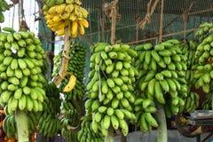 Uliczny owocowy stojak z bananami Zdjęcia Royalty Free