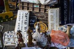 Uliczny pchli targ stare rzeczy i antyki w starym okręgu Tel Aviv Zdjęcie Royalty Free