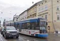 Uliczny ruch drogowy w Krakow, Polska Zdjęcia Royalty Free