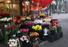 Uliczny rynek dla rozmaitości kwiaty i prezenty Zdjęcia Stock