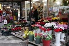 Uliczny rynek dla rozmaitości kwiaty i prezenty Obrazy Royalty Free