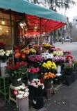 Uliczny rynek dla rozmaitości kwiaty i prezenty Fotografia Royalty Free