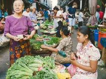 Uliczny rynek w Yangon Obrazy Royalty Free