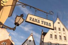 Uliczny sztandar w starym Tallinn Obraz Stock