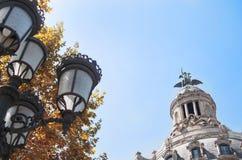 Uliczny widok BarÑ  elona z lampą Zdjęcia Royalty Free