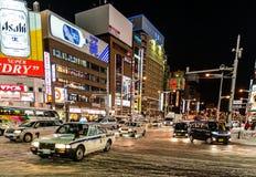 Uliczny widok budynki wokoło miasto nocy Zdjęcia Royalty Free