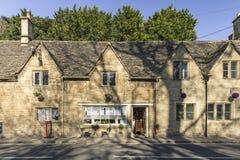 Uliczny widok Herbaciany Izbowy wejście Historyczny dom w UK Obrazy Royalty Free