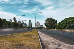 Uliczny widok i chmurny niebo w Buenos Aires obraz royalty free