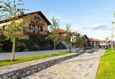 Uliczny widok i kamień brukowaliśmy drogę, Bansko, Bułgaria Fotografia Stock