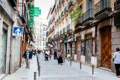 Uliczny widok Lavapies ćwiartka w Madryt zdjęcia royalty free