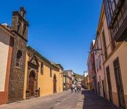 Uliczny widok od starego centrum miasta, Nuestra Senora De Los Dolores kościół, San Cristobal de los angeles Laguna, Tenerife, wy obrazy stock