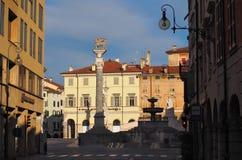 Uliczny widok piazza Libertà w Udine przy świtem fotografia royalty free