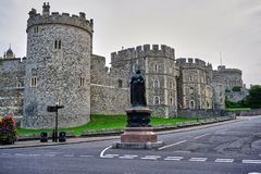 Uliczny widok powierzchowno?? Windsor kasztel z pust? ulic?, zdjęcia royalty free