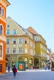 Uliczny widok przy śródmieściem Brasov, Rumunia Zdjęcie Stock