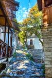 Uliczny widok przy Makrinitsa wioską Pelion, Grecja Zdjęcia Stock