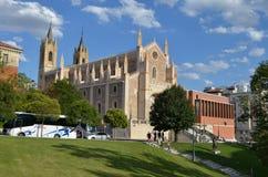 Uliczny widok Romański kościół San Jerà ³ nimo el real w Madryt, Hiszpania zdjęcia royalty free
