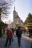 Uliczny widok Stuttgart bożych narodzeń rynek z Stiftskirche i zdjęcie stock