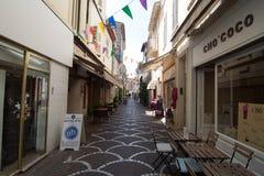 Uliczny widok w Antibes starym miasteczku, Francja Fotografia Stock