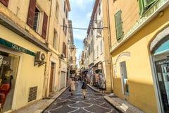 Uliczny widok w Antibes starym miasteczku, Francja Obrazy Royalty Free