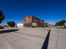 Uliczny widok w małej wiosce w Oklahoma przy trasą 66 OKLAHOMA, PAŹDZIERNIK - 16, 2017 - STROUD - fotografia stock