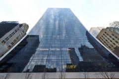 Uliczny widok wysoki drapacz chmur przy Manhattan Zdjęcia Royalty Free