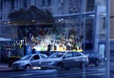 Uliczny widoku odbicie przy okno Zdjęcie Royalty Free