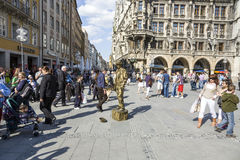Uliczny wykonawca przy Marienplatz w Monachium Fotografia Stock