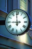 Uliczny zegar na ścianie obraz stock