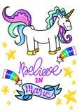Ullistration con el unicornio aislado en el fondo blanco las letras dibujadas mano creen en magia Fotografía de archivo libre de regalías