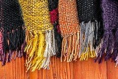 Ullscarves av olika färger 1 Fotografering för Bildbyråer