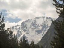 Ullu Tau 卡巴尔达-巴尔卡里亚 2008 4月3280日上生高加索北部峰顶土坎岩石俄国 库存图片