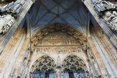 Ulmer MÃ ¼ nster大教堂教会正门门面装饰 库存照片