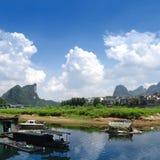 在Ulong河的竹木筏在阳朔附近 免版税库存图片