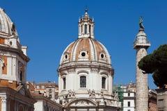 Ulpia-Basilika Schöne alte Fenster in Rom (Italien) lizenzfreies stockbild