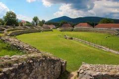 Ulpia Traiana Sarmizegetusa fördärvar - amfiteatern Royaltyfri Bild