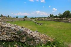 Ulpia Traiana Sarmizegetusa fördärvar - den gamla amfiteatern Arkivbilder