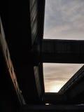 Ultima luce del giorno sotto il treno di alianti Immagine Stock