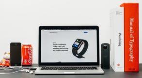 Ultimo Apple guarda la serie 3 con fare le chiamate inviare i messaggi, immagini stock libere da diritti