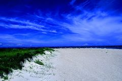 Ultra blauer Strand Stockfotografie