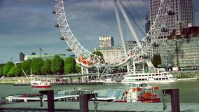 ULTRA HD 4k, czas rzeczywisty, Londyńska linia horyzontu z Londyńskim okiem na Thames rzece zbiory wideo