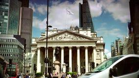 ULTRA HD 4k, czas rzeczywisty, Ruchliwie ruch drogowy na drodze przed bankiem w Londyn zbiory