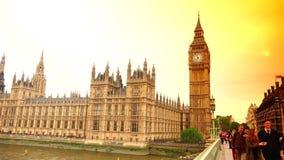 ULTRA HD 4k, tiempo real, el parlamento y Big Ben del puente de Westminster metrajes