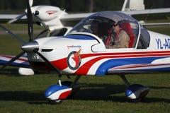 Ultra ljust flygplan Eurostar på gräsairfield fotografering för bildbyråer