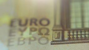 Ultra macro, ciérrese para arriba del billete de banco euro, foco en muestra EURO de EYPO almacen de metraje de vídeo