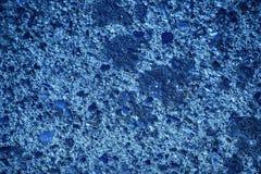 Ultra marina tynku betonu tekstura, kamień powierzchnia, kołysa krakingowego tło dla pocztówki Zdjęcia Stock