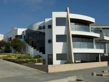Ultra modern wit huis Stock Afbeeldingen
