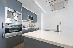 Ultra moderne keuken Royalty-vrije Stock Afbeeldingen