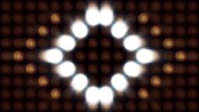 Ultra Musik-Festivalhintergrund Helle Flutlichter, die die Formung von verschiedenen Formen ein- und ausschalten Mehrfarbenbeleuc Lizenzfreie Stockbilder