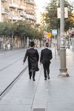 Ultra-orthodoxe jüdische oder Haridi-Männer in Jerusalem stockbild
